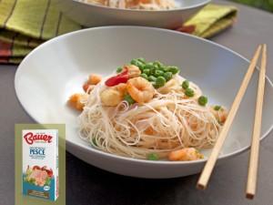spaghetti-riso-gamberi-piselli