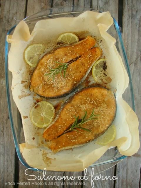 salmone al forno con rosmarino e pagrattato