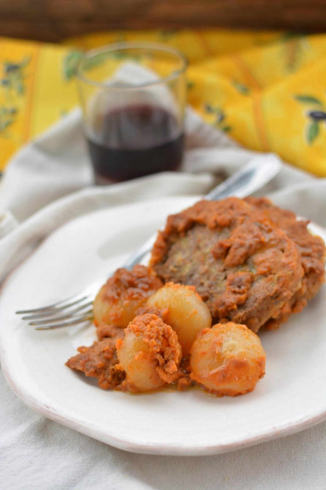 polpettone-spezie-salsa-gulasch-piatto