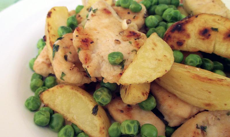 bocconcini-di-pollo-al-forno-piselli-patate